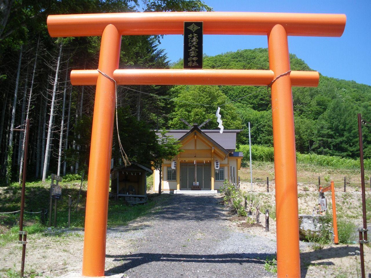 「ワンちゃん神社」こと「三峯神社」は北湯沢のパワースポット