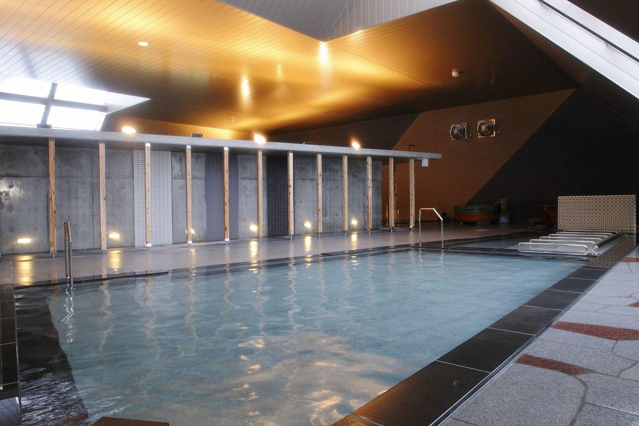 多彩な湯船が魅力のスタイリッシュな大浴場で温泉三昧!