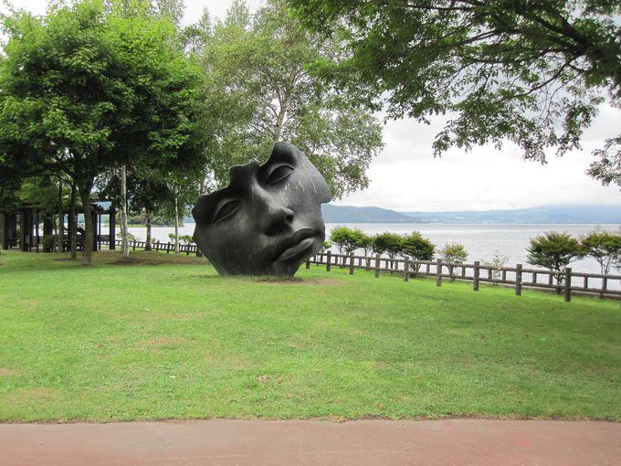 湖畔に全58基の彫刻群!「とうや湖ぐるっと彫刻公園」