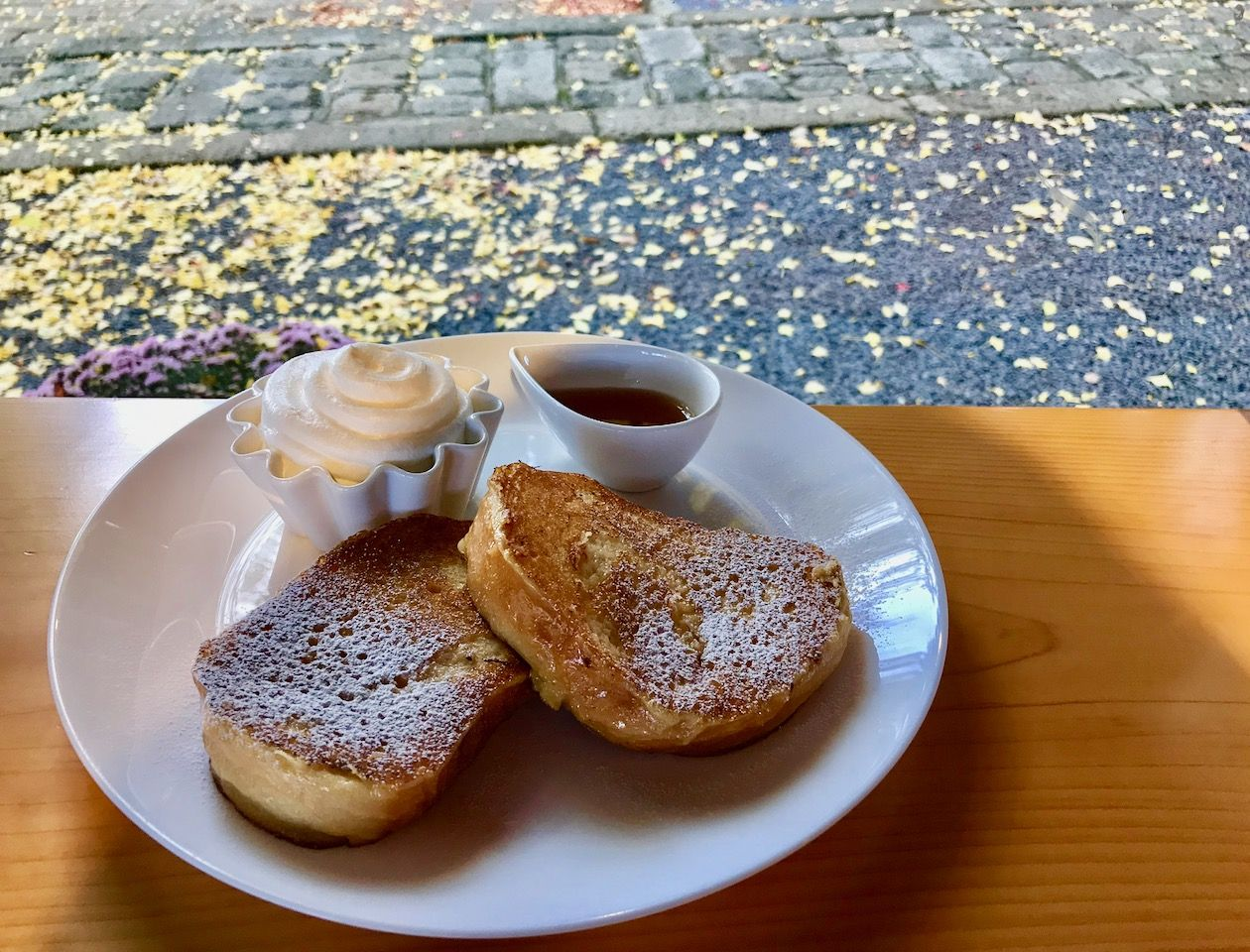 山形・熊野大社境内「icho cafe」大イチョウの下でカフェタイム