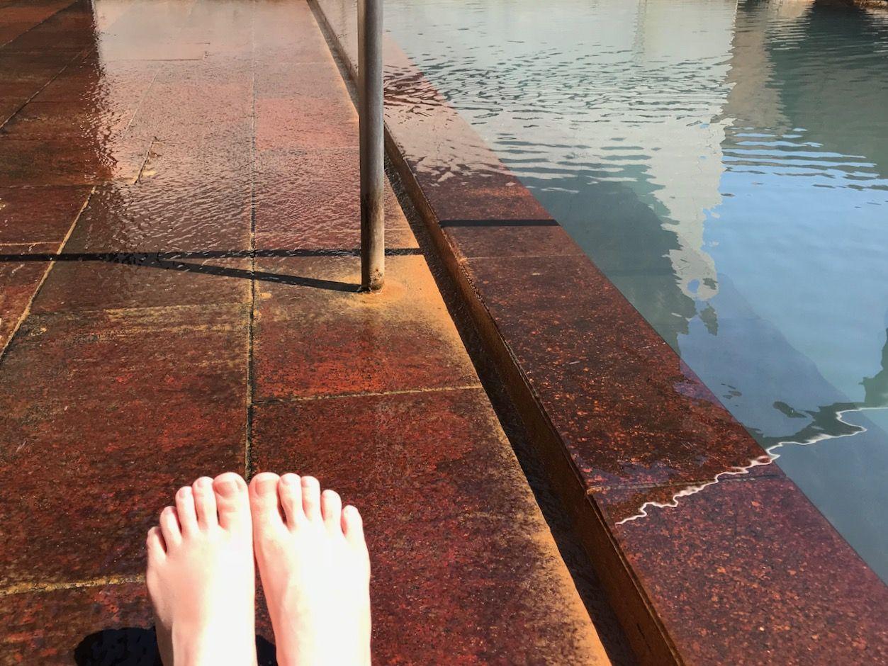 午後:地元民に愛される隠れ家的日帰り温泉でほっこり