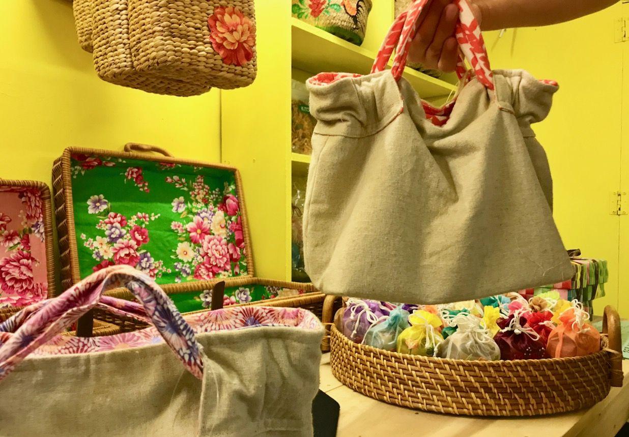 古式バッチャン焼や一点物の可愛いバッグ