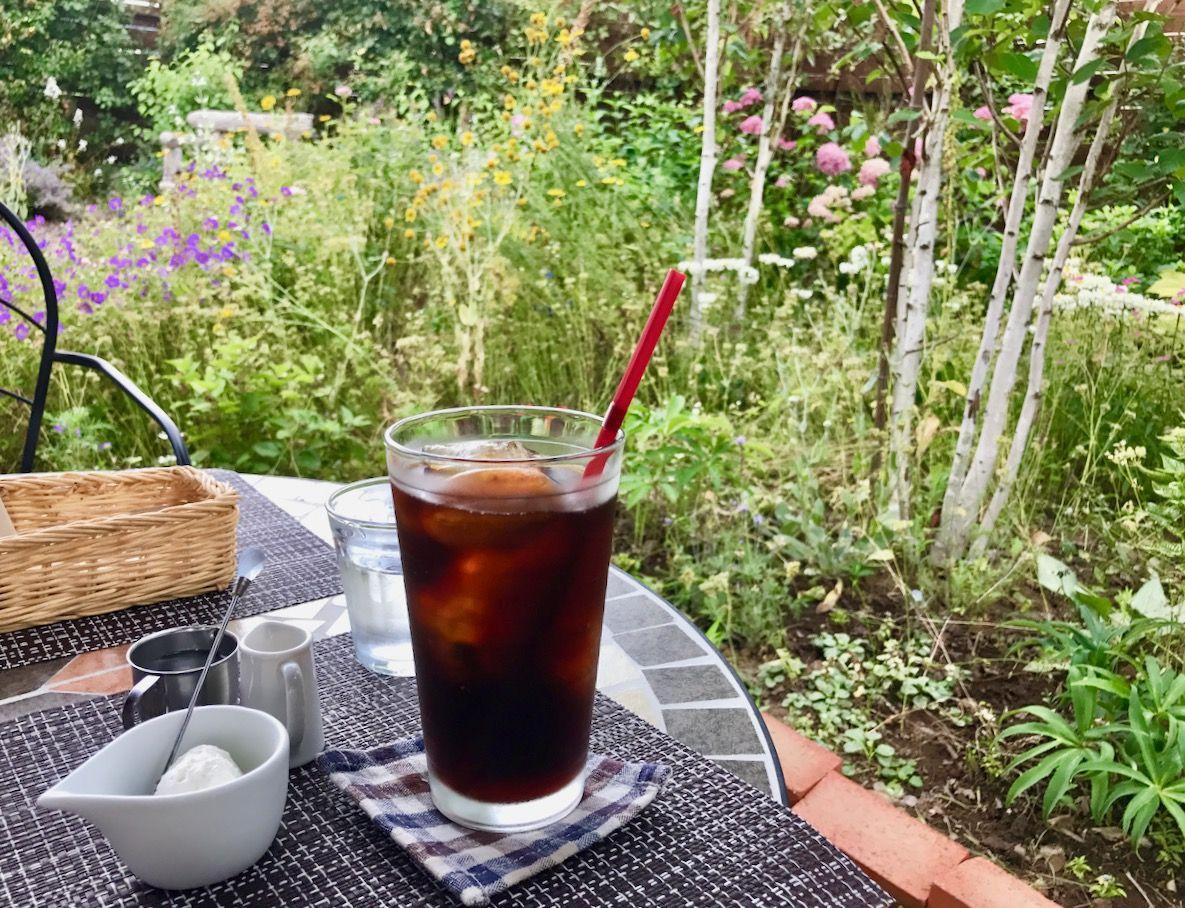 夏・お花畑のふわっふわパンケーキ「ミツバチガーデンカフェ 」