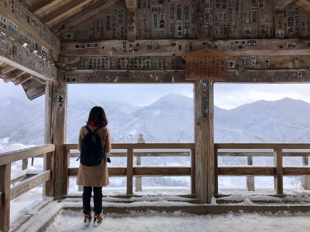 ふるえるほど美しい!山形「山寺」冬の雪景色は水墨画のよう