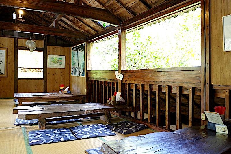森カフェの雰囲気を満喫するなら2階席へ