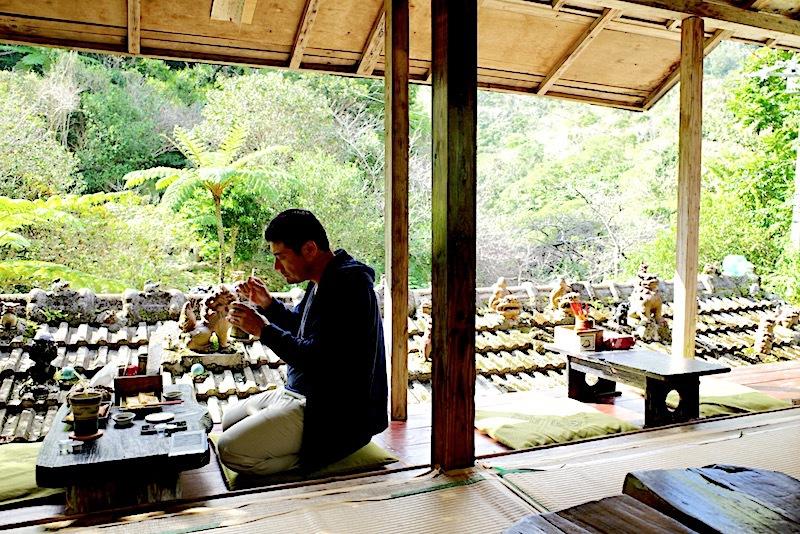 森カフェでほっこり沖縄時間「やちむん喫茶シーサー園」