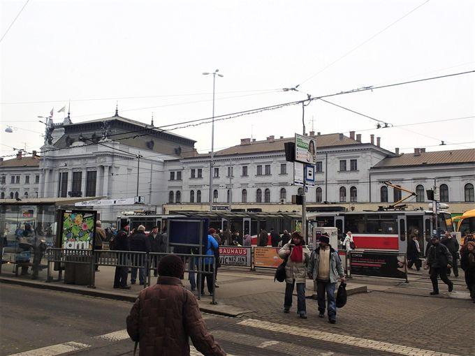 ブルノの歴史的な街並みを、まずは本駅から