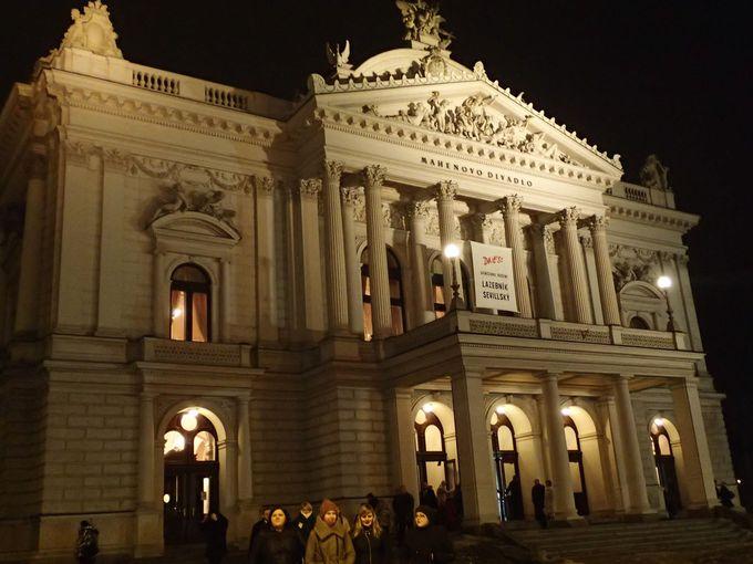 オペラ専用の劇場も、ヤナーチェク