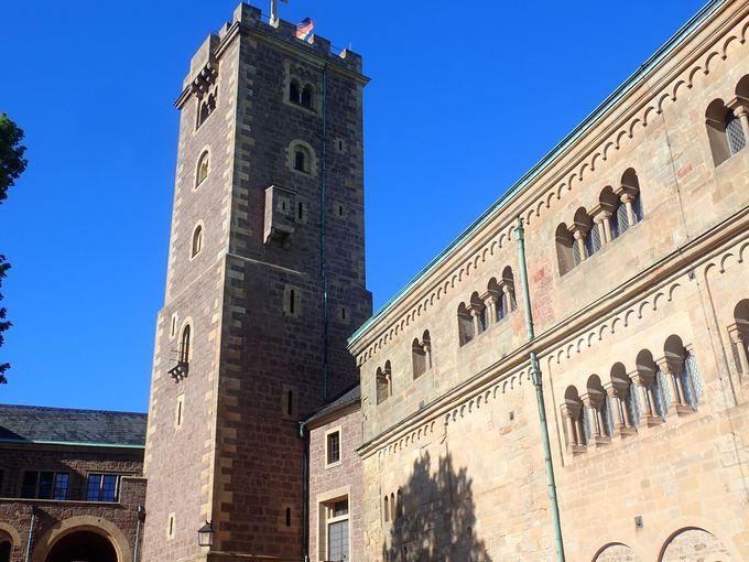 白亜のノイシュヴァンシュタイン城が手本にした世界遺産