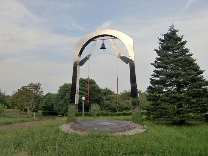 山頂から響く「愛の鐘」