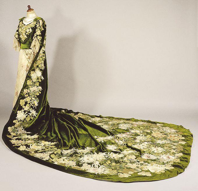 洋装は皇室から