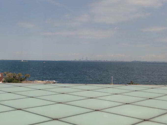 10周年記念の展覧会で「海の風景」を見る
