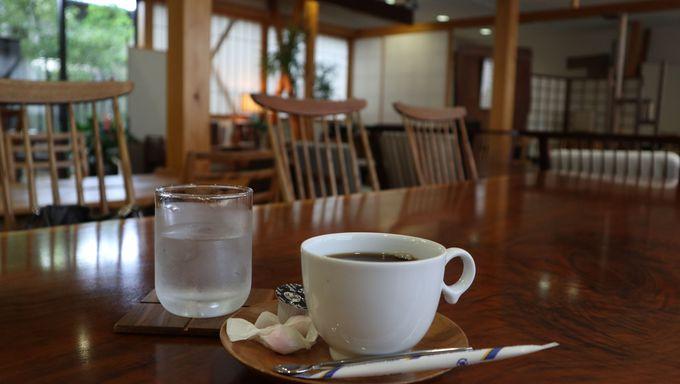 カフェで座り心地を知る