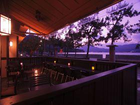 「神の島」の温泉宿、宮島錦水館で美しい夕日に包まれる贅沢