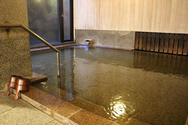 宮島でも数少ない温泉のひとつ「宮島潮湯温泉」で、昇殿前に体を清める