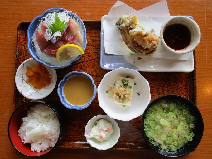 地元の名物鯉料理とヤマメが味わえる「しゃくなげ定食」はお得感満載
