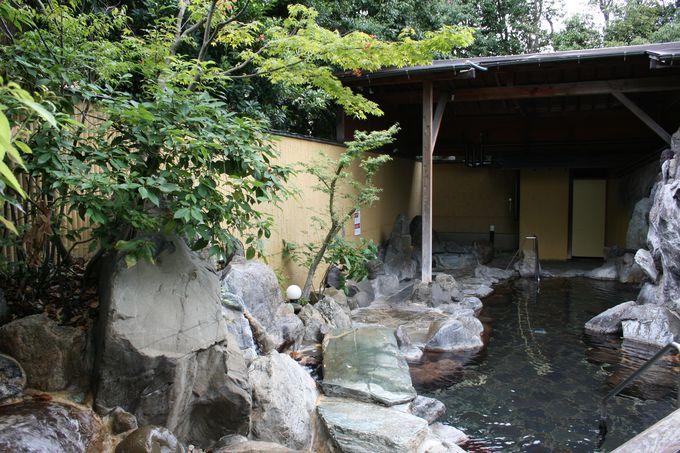そよぐ風が心地よい庭園露天風呂でW美肌の効果