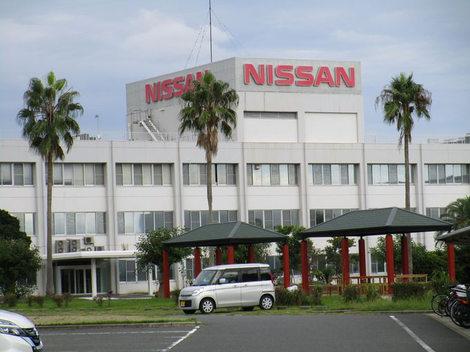 日産自動車九州工場では近年大人にも人気の高い工場見学が可能