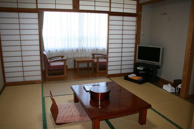 窓から神々しい日の出が見られる客室は落ち着ける和室