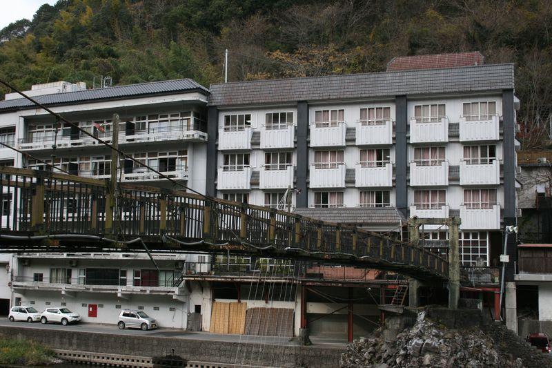 多様な天然かけ流し温泉が魅力!大分県「天ケ瀬観光ホテル成天閣」
