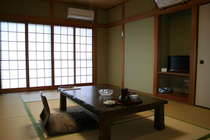 きれいな新館の部屋と情緒あふれる本館の和室