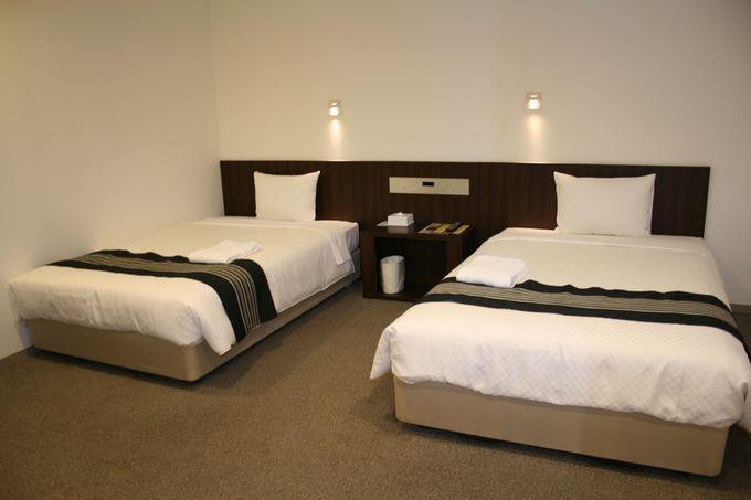 新しくてシックな客室は機能的で快適な空間を創出