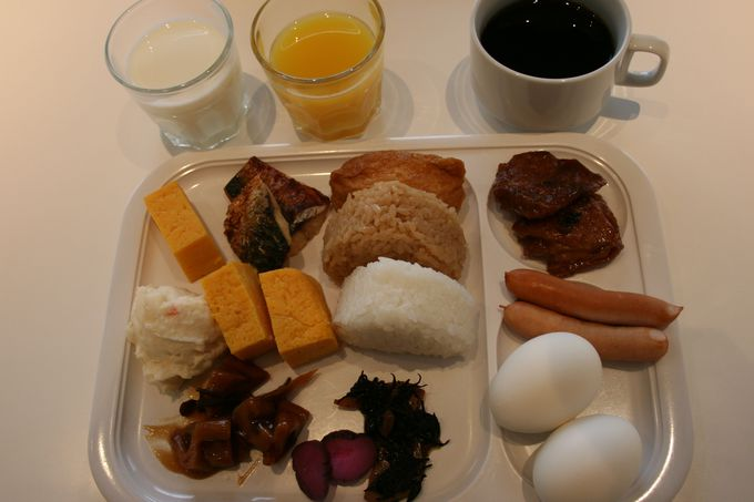 忙しい朝にピッタリな和食、洋食のカジュアルな無料朝食