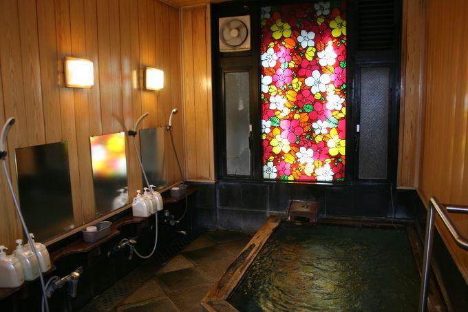 目線にこだわった最上階の絶景露天風呂