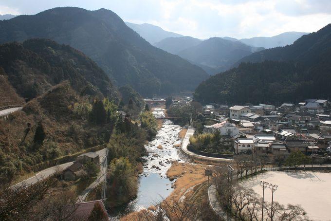古湯温泉の町が一望できる高台に建つ素晴らしいロケーション