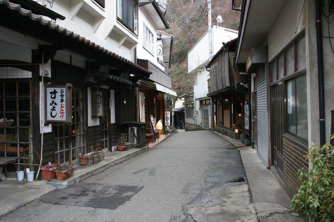 「旅館湯本荘」は黒川温泉の旅館街の中央部という絶好のロケーション