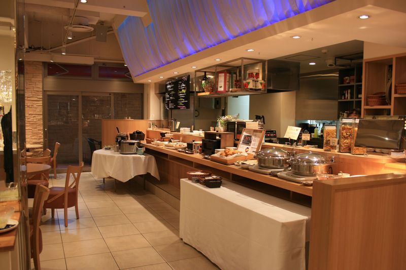 ホテル直営の本格的なビストロ&バルが人気!「福岡東映ホテル」