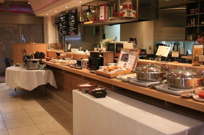 レストランでの朝食は和食・洋食とも大満足の味と品数