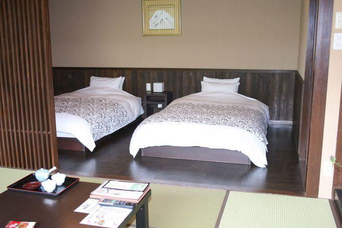 3つの館を渡り廊下でつなぐ客室は癒しの空間