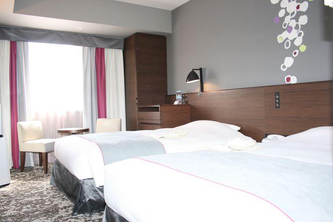 カラーやインテリアがフレンチスタイルで快適な落ち着ける客室