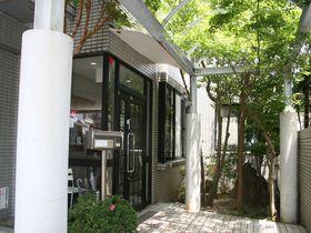 テラスハウスのようなドミトリー!福岡市「ゲストハウス ホコロビ」