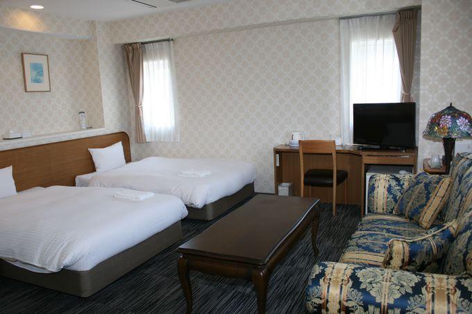 セミダブルベッドのシングルルームや広いツインルームが快適な客室