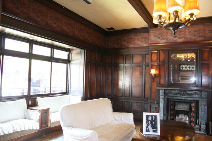 邸内は想像をはるかに超える広さで部屋数25の贅を尽くした邸内
