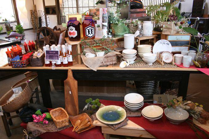 茶屋では一子相伝の伝統的な手法で製造された「亀蜜」が人気