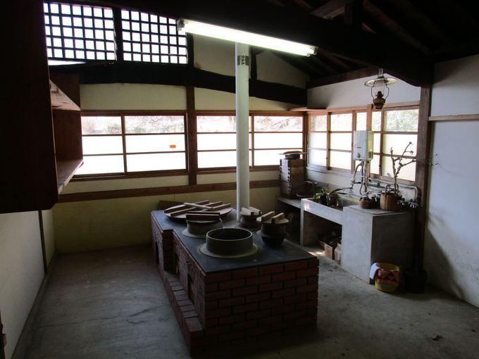 上品さのなかに古い日本家屋の風情が漂う藤江邸内