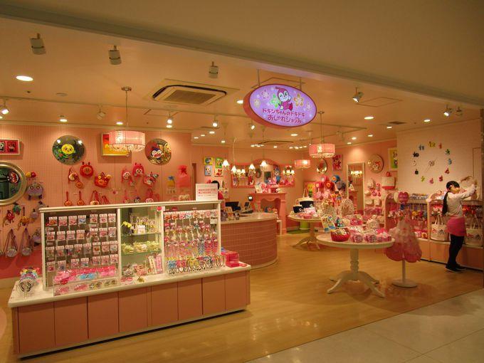 グッズショップや飲食店は全部で17店舗と充実