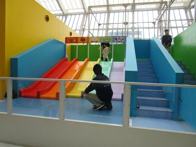 スタッフの安全サポートで子どもが安心して遊べる盛りだくさんの遊具