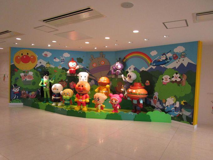 福岡都心部の便利な立地!屋内で天候に関係なくいつでも楽しめるテーマパーク