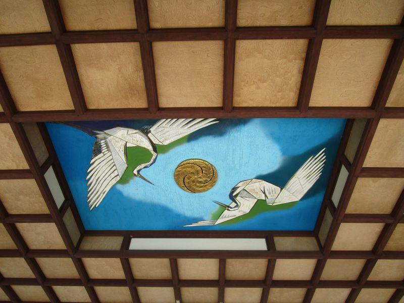 お賽銭を入れると、なんと鶴の鳴き声が!