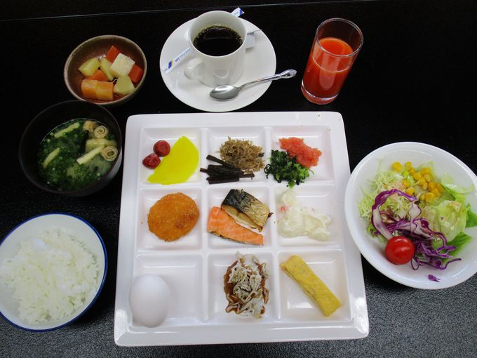 郷土料理や地元産の新鮮な食材を織り交ぜた会席料理