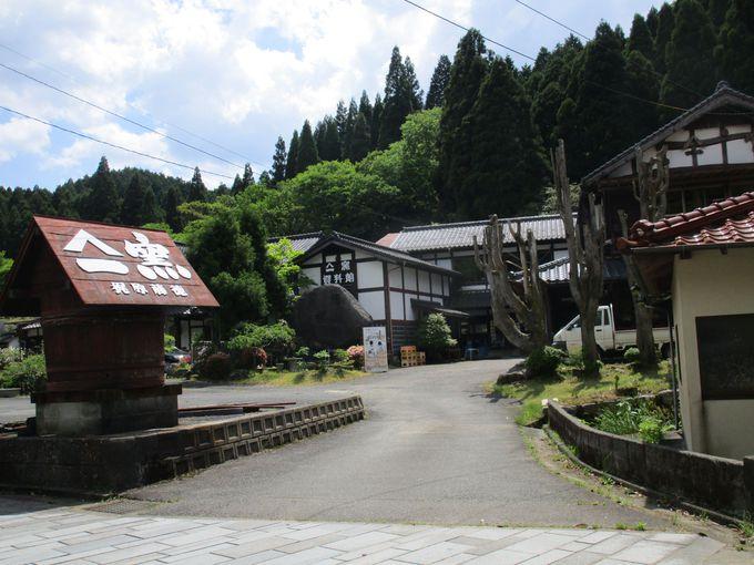 10軒以上の歴史ある窯元が建ち並ぶ皿山