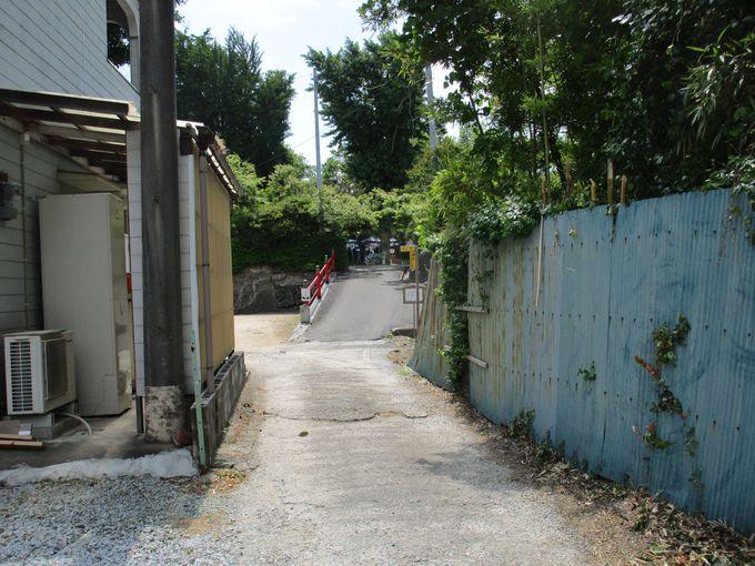 車1台がやっと通れる細い道を抜けた先にひっそりとたたずむ「三井寺」