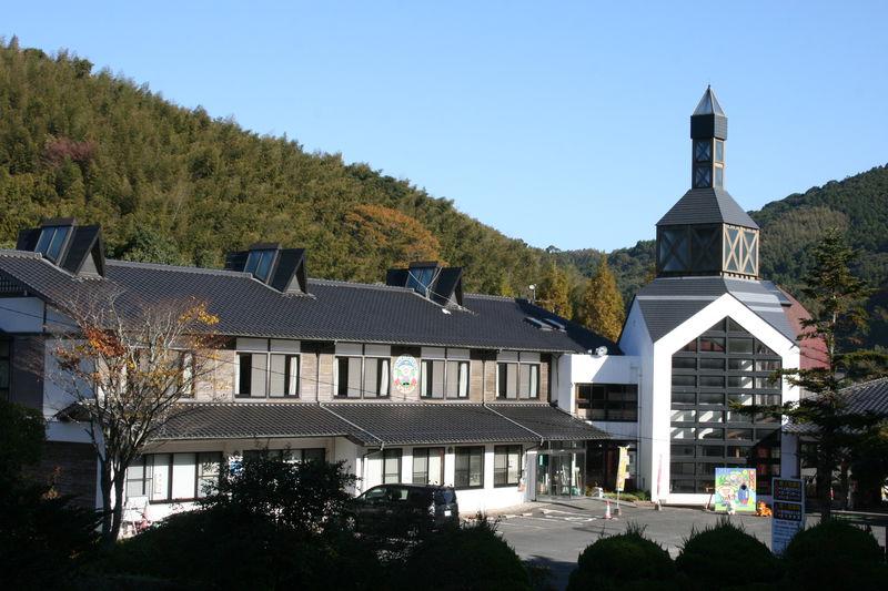 福岡県赤村「源じいの森」は天然温泉を備えた本格的なキャンプ場