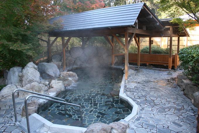 キャンプ場で天然温泉の露天風呂に入れる快適さ
