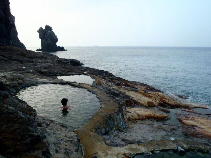 「東温泉」は夜明け後も魅力的!白黒の静寂な世界!