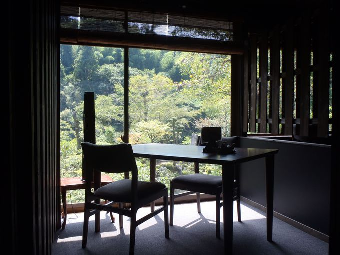「鶴霊泉」は斉藤茂吉や渥美清も滞在した老舗宿、和とモダンを感じる独自の風情